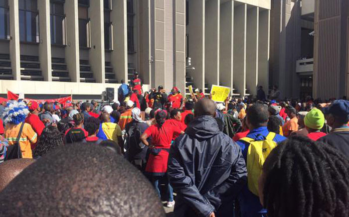 FILE: Samwu protesters have regrouped outside the civic centre in Cape Town after police launched stun grenades at them. Picture: Xolani Koyana/EWN.