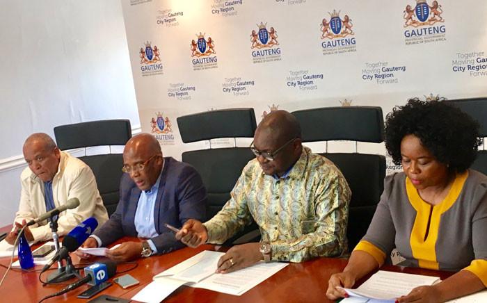 Health Minister Aaron Motsoaledi (second left), Gauteng Premier David Makhura (second from right) and Health MEC Gwen Ramokgopa (right). Picture: @GautengGov/Twitter