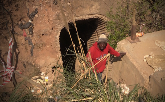 FILE: An illegal miner at the Langlaagte mine. Picture: Kgothatso Mogale/EWN