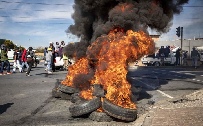 FILE: Alexandra protesters burn tyres in Alexandra Township protesting for better service delivery. Picture: Thomas Holder/Eyewitness News