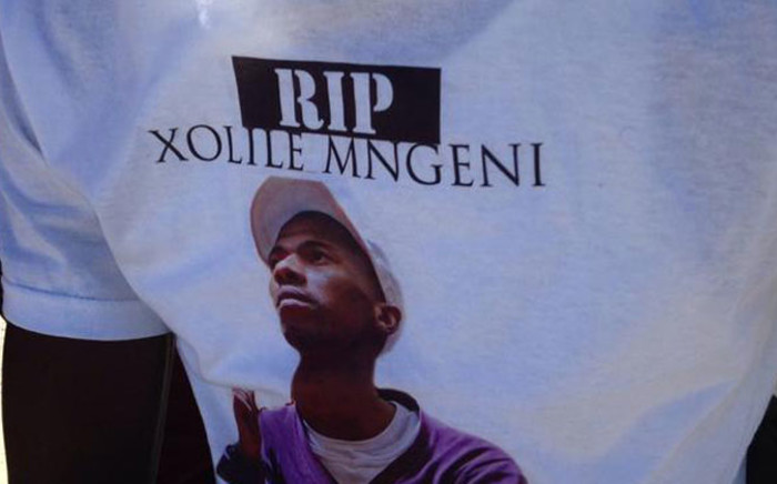 Some family members are wearing t-shirts with a picture of him reading Rest In Peace, Xolile Mngeni. Picture: Lauren Isaacs/EWN.