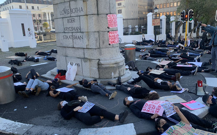 FILE: Protesters demonstrate against gender-based violence in front of Parliament on 30 June 2020. Picture: Kaylynn Palm/Eyewitness News.