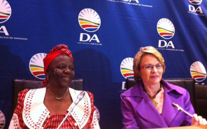 Former COPE MP Nomiso Balindlela announces her decision to join the Democratic Alliance on 13 November, 2012. She is pictured with DA leader Helen Zille. Picture: Rahima Essop/EWN.