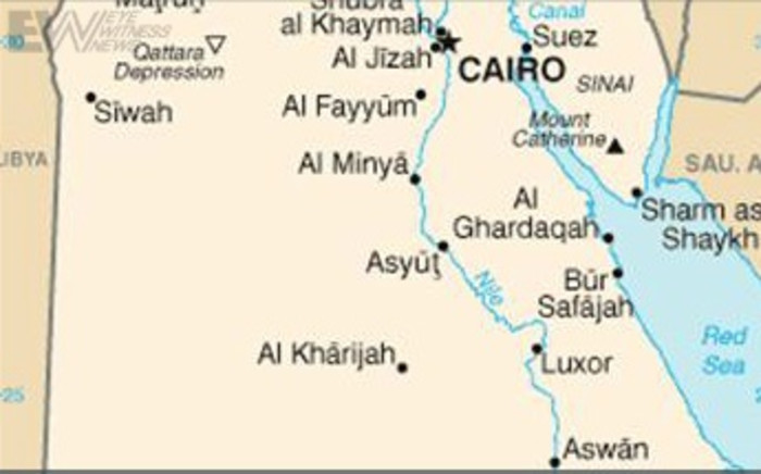 Five Egyptians were killed and eight wounded in clashes between Christians and Muslims.