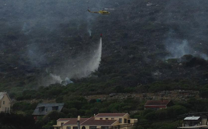 A chopper targeting a fire in Clovelly, Cape Town on 4 March 2015. Picture: Regan Thaw/EWN