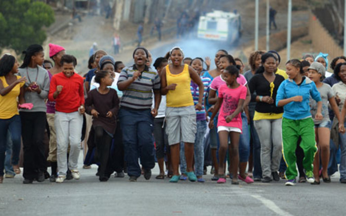 FILE: Women and children sing and dance during a housing protest in Sir Lowry's Pass Village. Picture: EWN