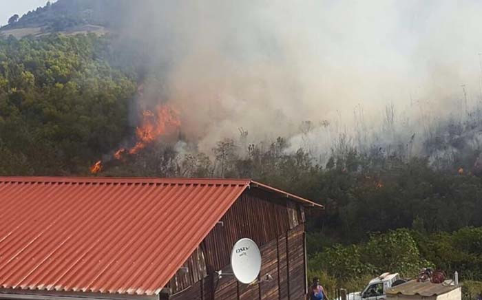 Several blazes in Knysna and Plettenberg Bay were brought under control earlier but it's understood wind conditions caused flare-ups on 7 July 2017. Picture: Xolani Koyana/EWN