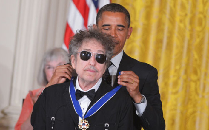 US President Barack Obama presents the Presidential Medal of Freedom to musician Bob Dylan during a ceremony on May 29, 2012 in the East Room of the White House in Washington. Picture: AFP