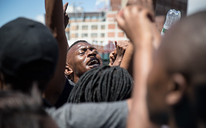 FILE: A UCT #FeesMustFall protester sings with the crowd outside Parliament in Cape Town. Picture: Anthony Molyneaux/EWN