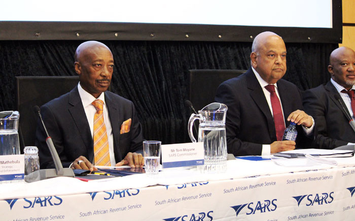 Sars commissioner Tom Moyane and Finance Minister Pravin Gordhan at the Sars briefing on 01 April. Picture: Christa Eybers/EWN