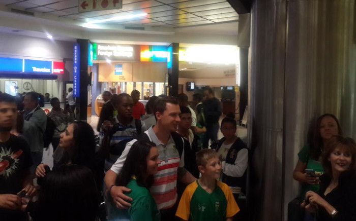 Handful of fans were at OR Tambo International Airport to welcome them back home following their exit in the cricket World Cup. Picture: Morena Mothupi/EWN.