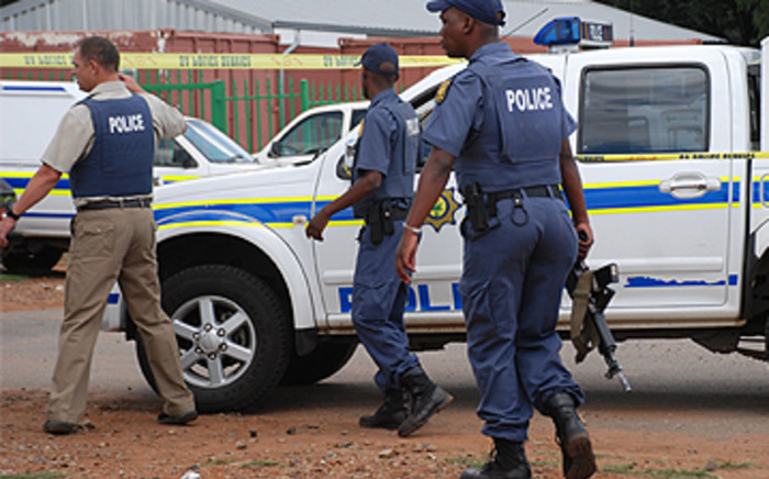 File: Police on the scene of after a gang shooting in Reiger Park. Picture: Taurai Maduna/EWN