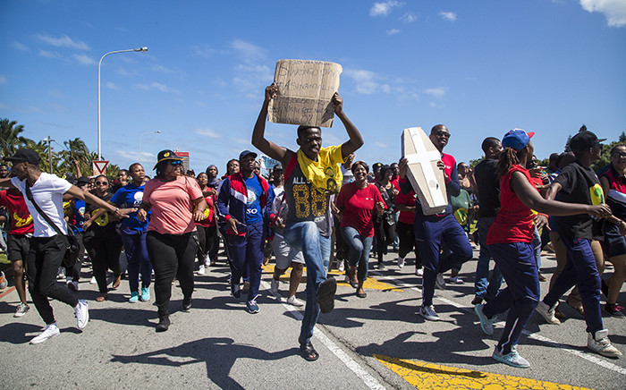Nelson Mandela Metropolitan University students march on campus against fee hikes. Picture: Thomas Holder/EWN