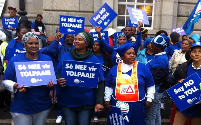 FILE: DA members picketing outside the Western Cape High Court against Sanral's Wineland's Toll Project in August 2014. Picture: Siyabonga Sesant/EWN.