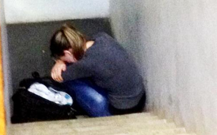 The mother accused of trying to kill her two-year-old daughter cries in the stairwell leading to the holding cells at the Pretoria Magistrates Court, 6 January 2013. Picture: Barry Bateman/EWN.