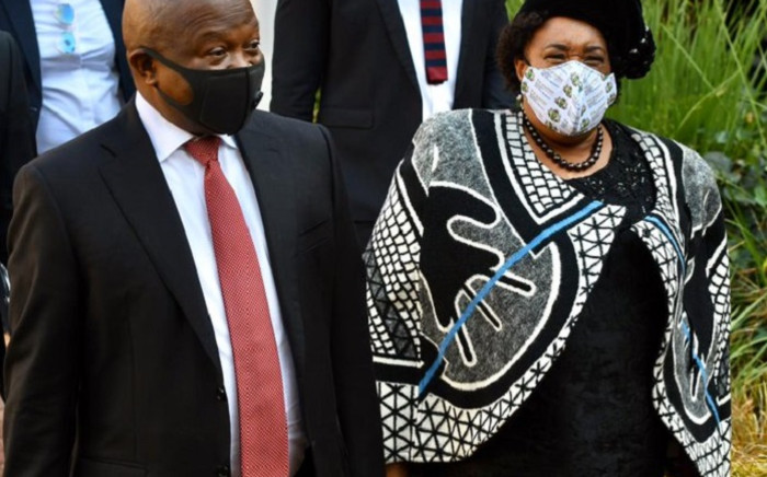 Deputy President David Mabuza (L) and Free State Premier Sisi Ntombela (R) on 5 June 2020 were in Mangaung visiting health facilities to assess the province's capacity to deal with the COVID-19 pandemic. Picture: @DDMabuza/Twitter