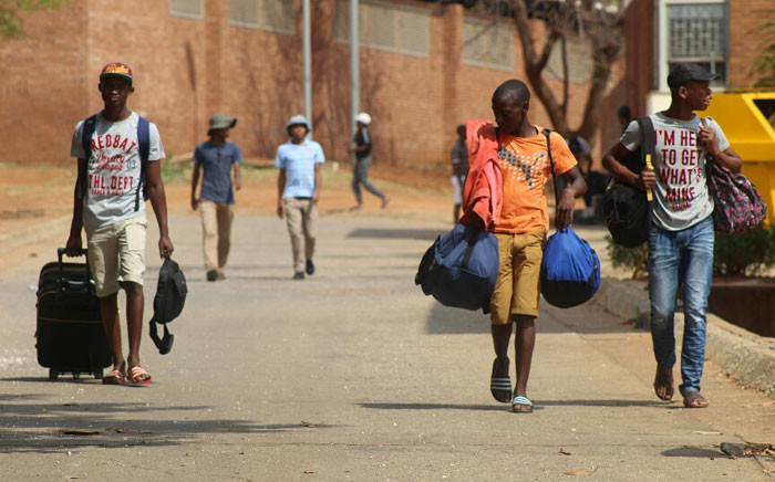 """Some students already leaving the University of Limpopo's Turfloop campus amid Fess Must Fall protests. Picture: Pelane Phakgadi/EWN."""""""
