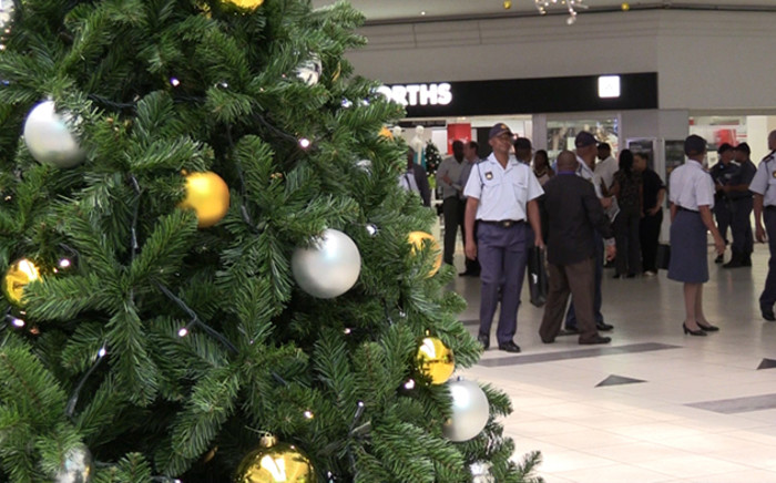FILE: Police will be stepping up efforts to keep people safe in malls this festive season. Picture: EWN.