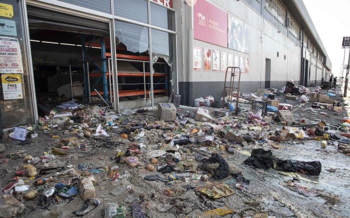Bishop Lavis CPF was besorg oor die plundering van winkels in Valhalla Park kan voortgaan - EWN