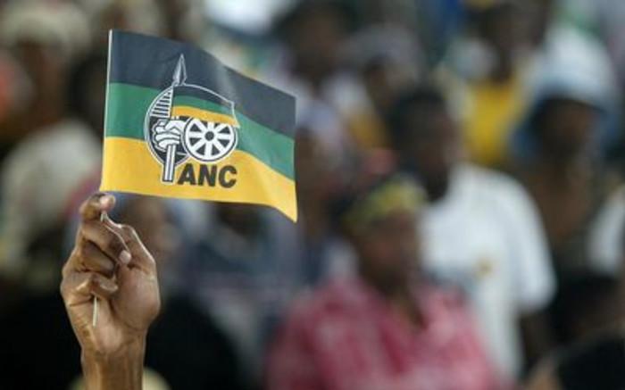 Opposisie-raadslede bied eersteklas oor ANC-lede - EWN