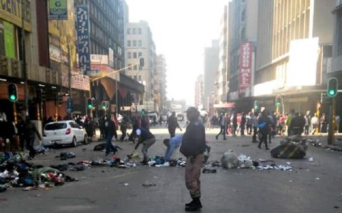 Straatverkopers, wetstoepassing bots in JHB CBD - EWN