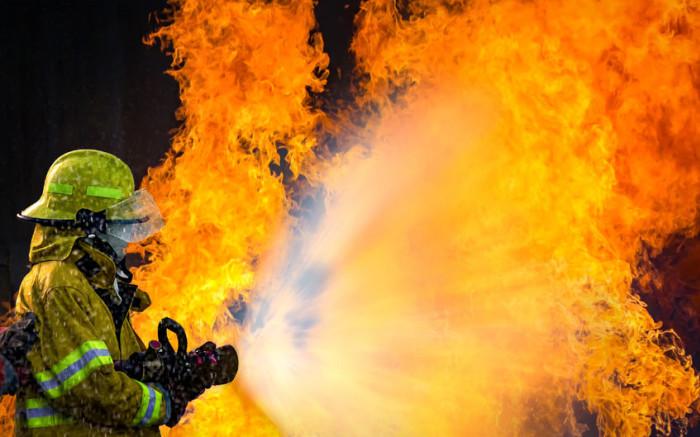 Joburg firefighters contain Diepsloot compost plant fire - Eyewitness News