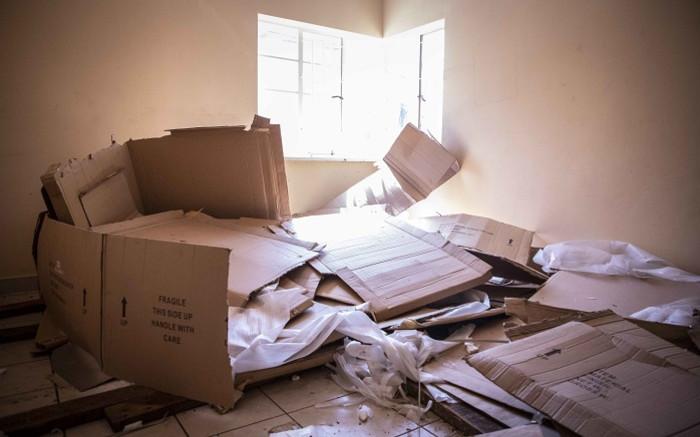 Inwoner van Orange Grove val buitelandse nasionale huise aan nadat 'gebruikte' kiste gevind is - EWN