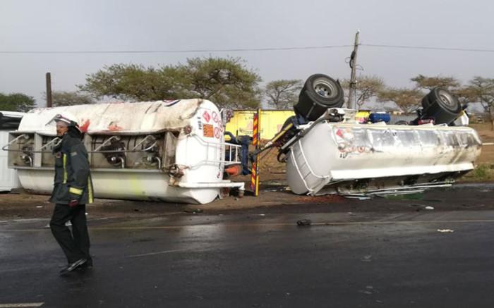 Police hunting truck driver who fled scene of deadly KZN crash - Eyewitness News
