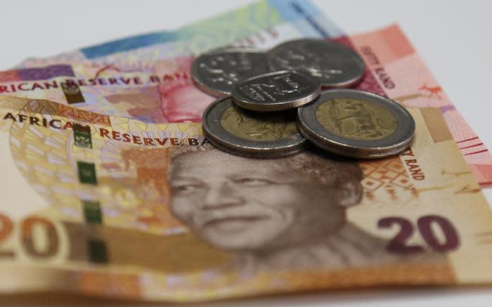 Rand rand hoër as dollar golwe te midde van politieke onrus - EWN