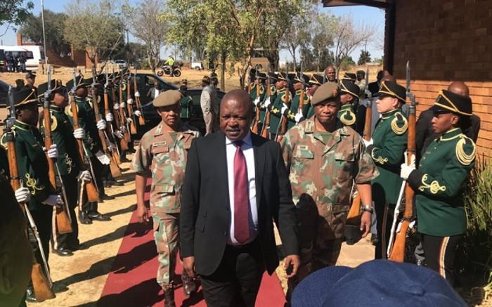 Mabuza 'teleurgesteld' met die stadige vordering wat gemaak is om die Vaalrivier - EWN op te ruim