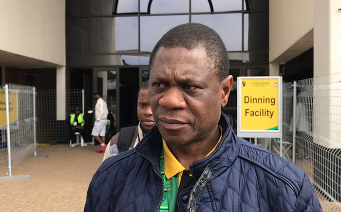 Paul Mashatile in isolation after staff member contracts COVID-19 - EWN