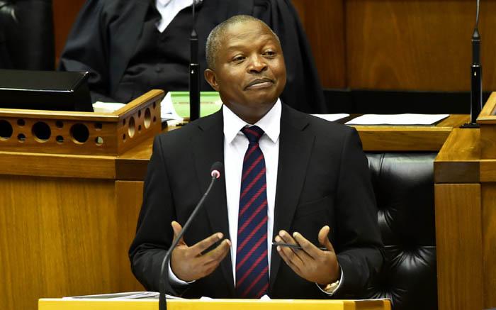 Mabuza doen 'n beroep op S-Afrikaners om te betaal vir regeringsdienste wat hulle verbruik - EWN