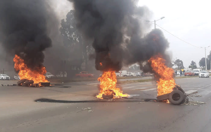 Mogale City workers protest over lack of PPEs and non-payment - EWN