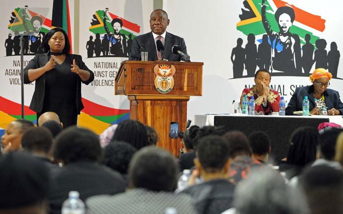 Ramaphosa stel 'gewaagde stappe' voor om 'diep patriargale' SA - EWN te transformeer