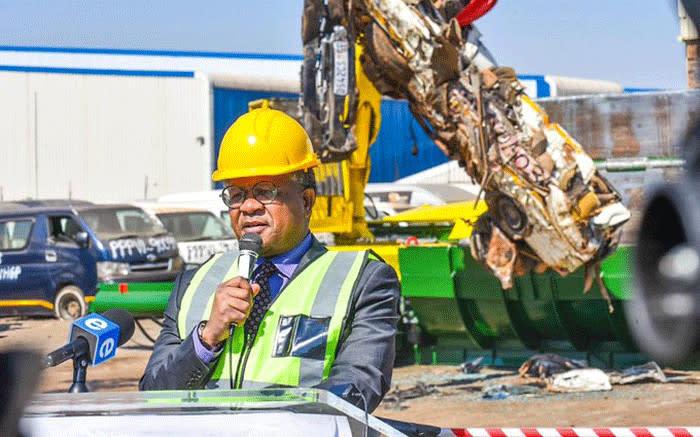 Mbalula uit om die strate van onpadwaardige taxi's te ontslaan - EWN