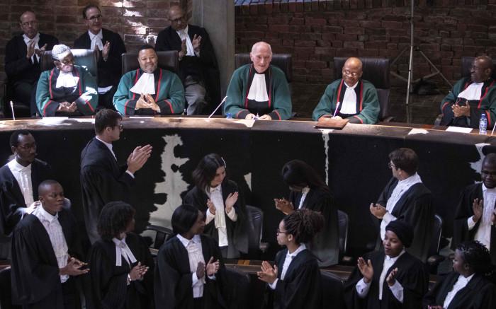 Justice Cameron beskryf as 'n Suid-Afrikaanse held - EWN