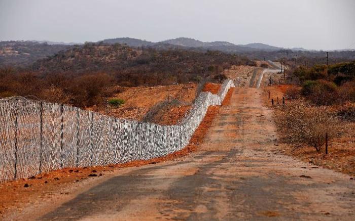 Communities along SA borders aiding illegally entry into SA, MPs told - Eyewitness News