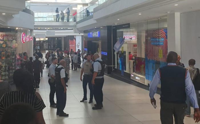 Veiligheidswag gewond in poging tot roof by die Cresta-winkelsentrum - EWN
