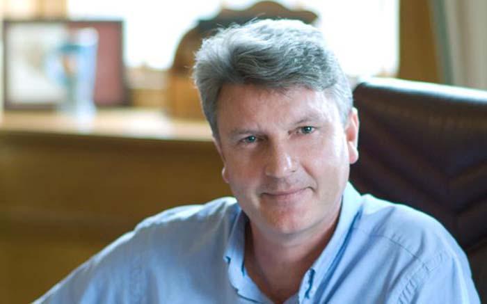Author and anti-apartheid journalist Shaun Johnson has died - Eyewitness News