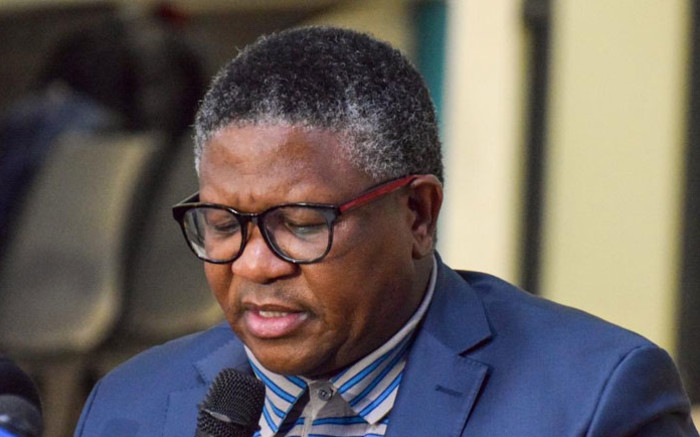 Minister Mbalula apologises to WC train commuters after service suspended - Eyewitness News