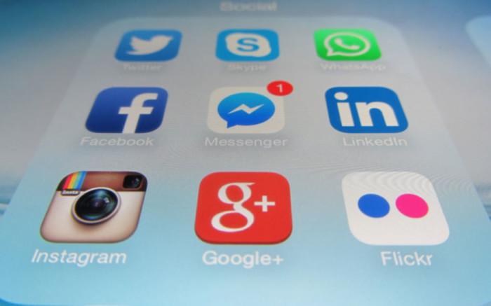 Aktivis wil hê dat sosialemediaplatforms die hofverbod op die ou SA vlag - EWN, moet afdwing