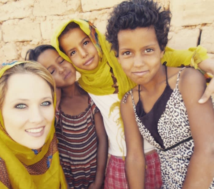 Catherine Constantinides with children of the Saharawi.