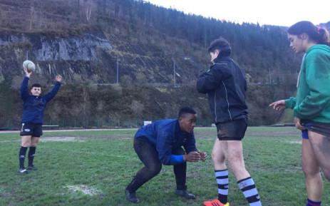 SD Eibar Femenino players practising lineout. Picture: @BabalwaLatsha/Twitter.