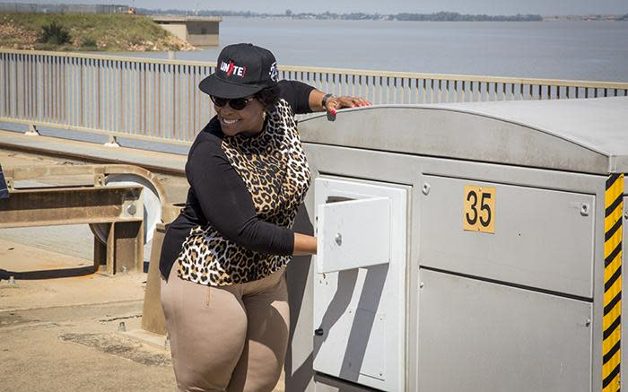Water & Sanitation Minister Nomvula Mokonyane presses a button to open two sluice gates at the Vaal damn on 26 February 2017. Picture: Reinart Toerien/EWN