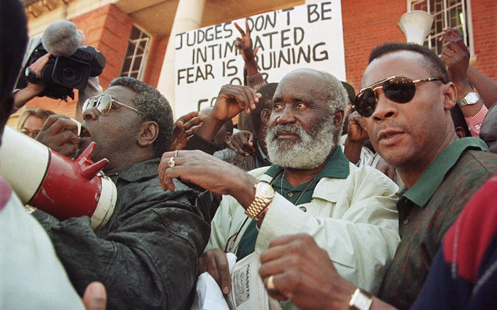 FILE: Former Zambian President Kenneth Kaunda (C) is mobbed by supporters on 1 June 1998 as he leaves the Zambian Supreme Court in Lusaka after his release. Picture: ODD ANDERSEN/AFP