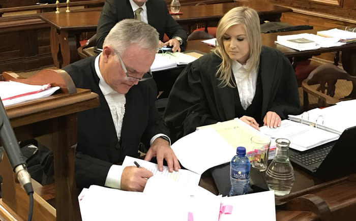 Oscar Pistorius's lawyer Barry Roux (left) in the Supreme Court of Appeal in Bloemfontein on 3 November 2017. Picture: Barry Bateman/EWN