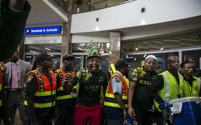 Bafana Bafana supporters at OR Tambo International Airport. Kayleen Morgan/EWN