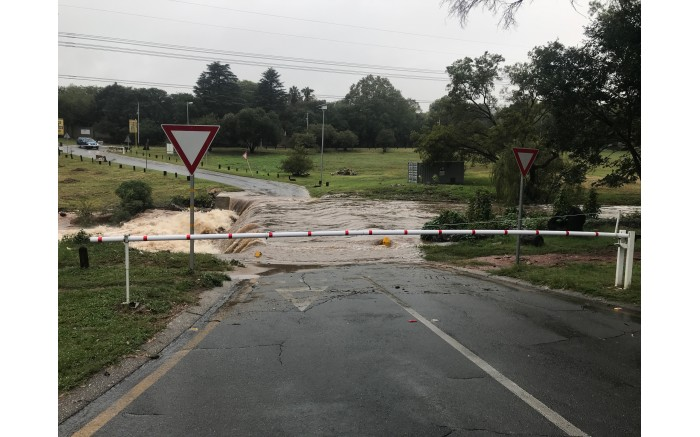 The bridge between the River Road and Belgrave in Bryanston has been closed to traffic due to flooding. Picture: Christa Eybers/ EWN