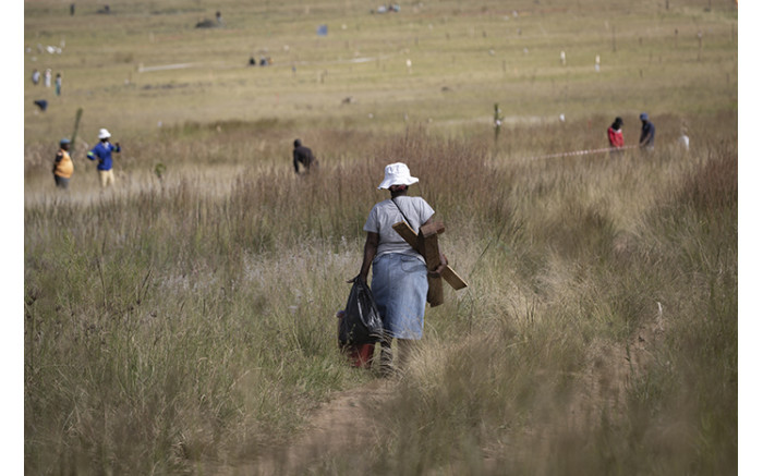 Rabie Ridge residents threw stones at police and journalists in the area, which remains tense and violent. Picture: Sethembiso Zulu/EWN