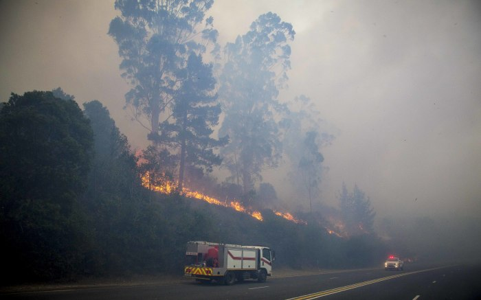 Heavy fires and smoke on and along the N2 as personnel monitor and fight fires along the freeway.